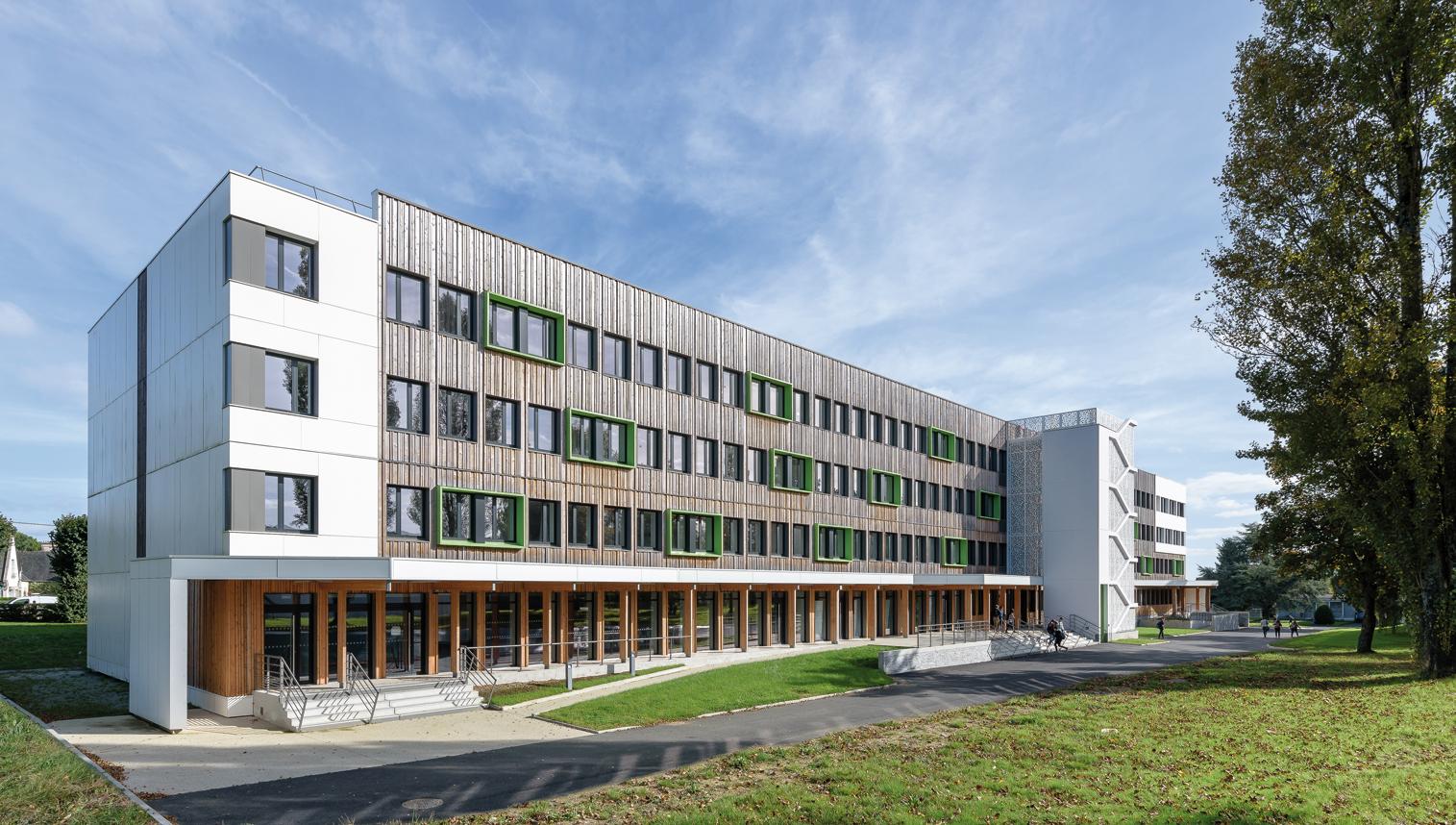 Modernisation et rénovation thermique de l'internat du lycée Fulgence-Bienvenüe à Loudeac (22) ; architecte : Armel Pellerin.